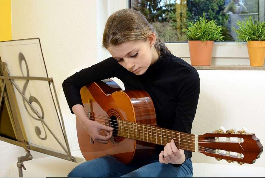 Enfant guitare